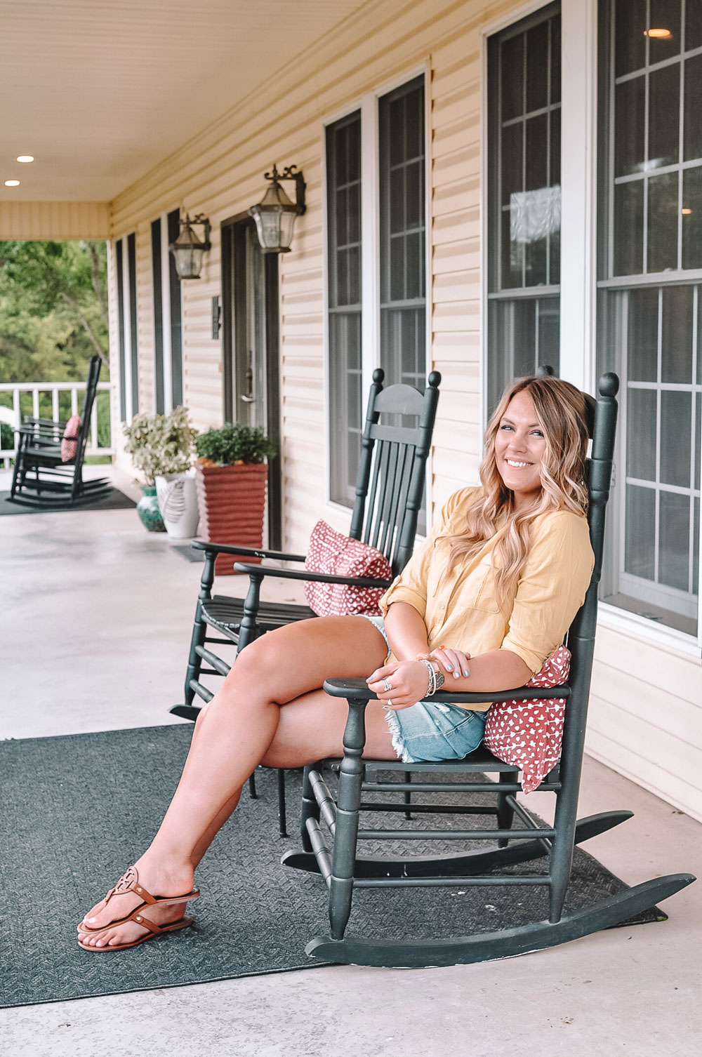 Front porch rocking chairs at Shiloh Morning Inn
