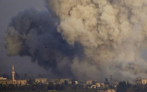 Többen meghaltak a kormányerők légicsapásaiban Szíriában