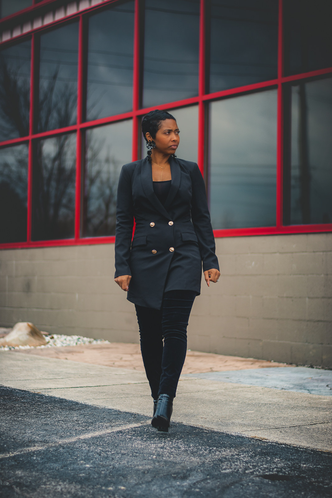 sweenee style, How to wear all black, black holiday looks, black blazer, jeans from gap, indianapolis style blog, indiana fashion blog, black girl who blogs, natural hair, pixie cut