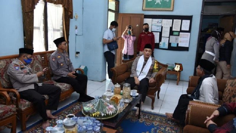 Polrestabes Bandung & Polda Jabar Bersama Dengan Ulama Dan Umaro Kolaborasi Untuk Ciptakan Situasi Kamtibmas Yang Kondusif