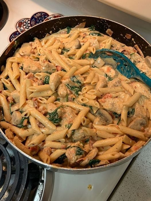 CREAMY-CHICKEN-PASTA WITH BACON