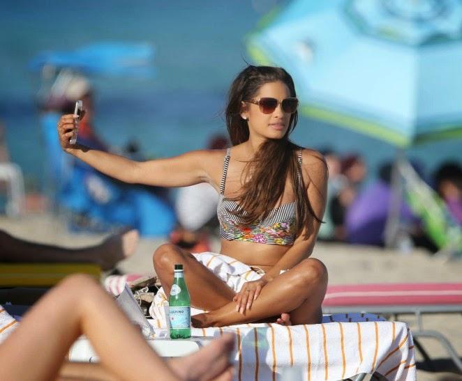 Rocsi Diaz – Wearing Bikini on Miami Beach