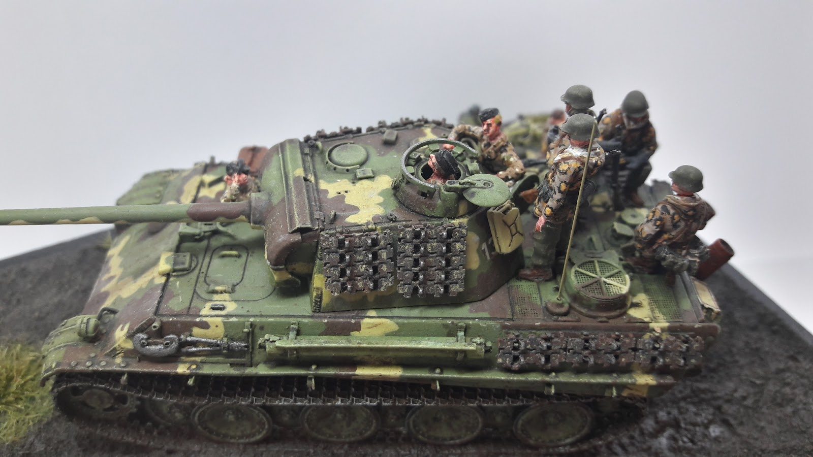Hongrie 1945 diorama (Panther Ausf.G Late & Zundapp KS 750) - Page 7 20190610_122929_Richtone%2528HDR%2529