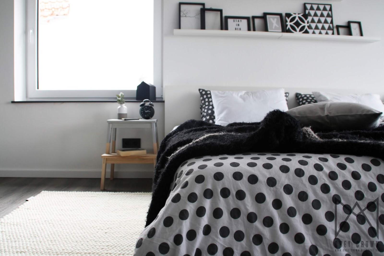 grey crown: Neuer Teppich im Schlafzimmer
