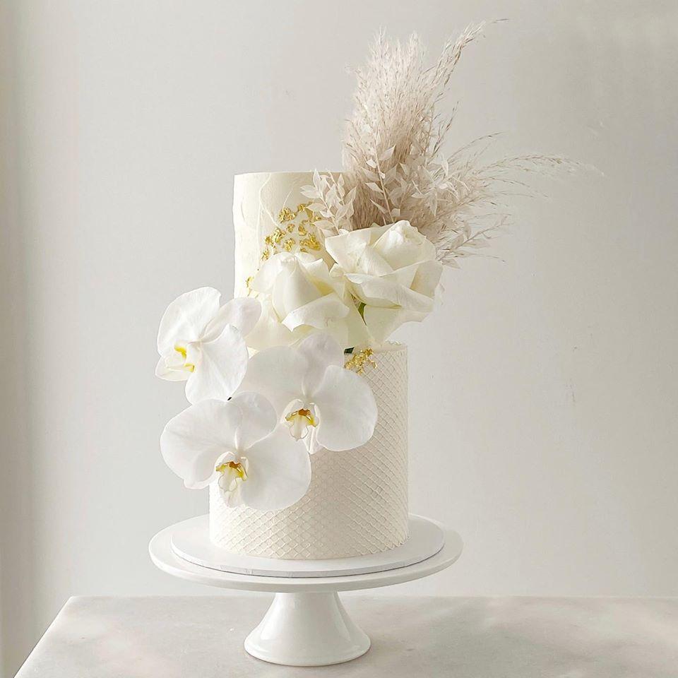 joy philippe photography brisbane wedding cakes to the aisle australia cakes desserts floral cake