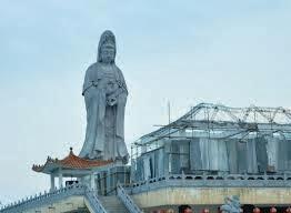 Patung Dewi Kwan Im Tertinggi di Indonesia