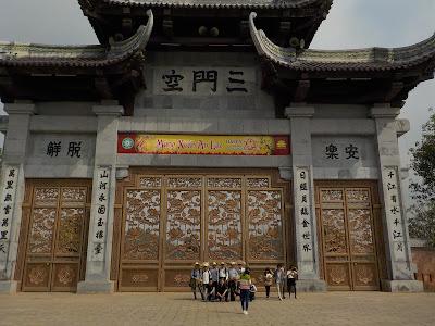 バイディン寺(Bai Dinh Pagoda)の門