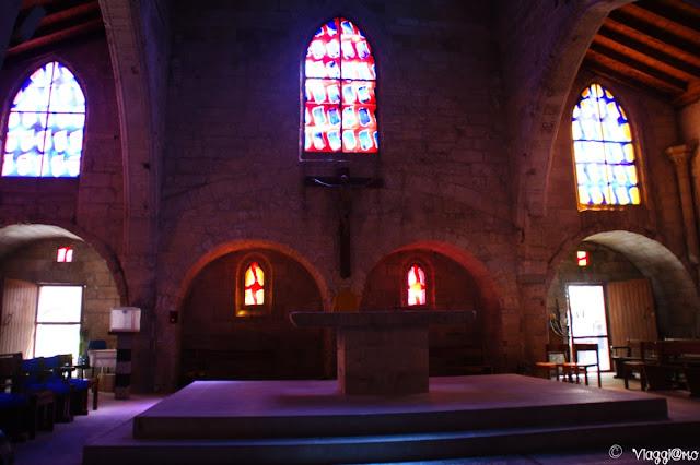Interni della Chiesa di Notre Dame de Sablons di Aigues Mortes