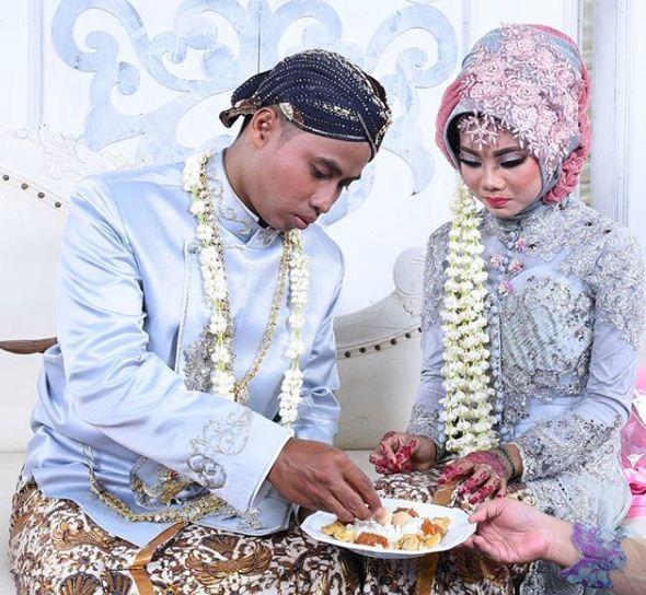 Tata Cara Dan Prosesi Upacara Pernikahan Adat Jawa Tengah ...