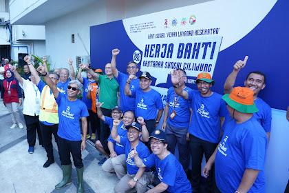 Bersama Pahlawan Kebersihan, Kemlu Bahu - Membahu Bersihkan Bantaran Sungai Ciliwung