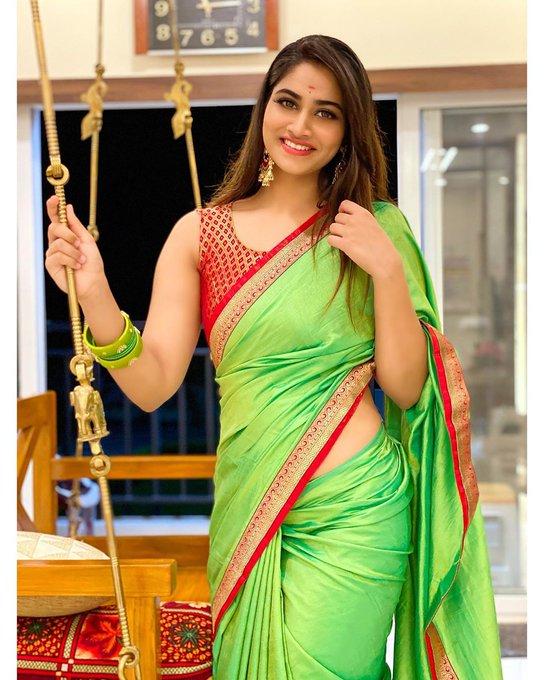 Shivani Narayanan Green Saree Photos