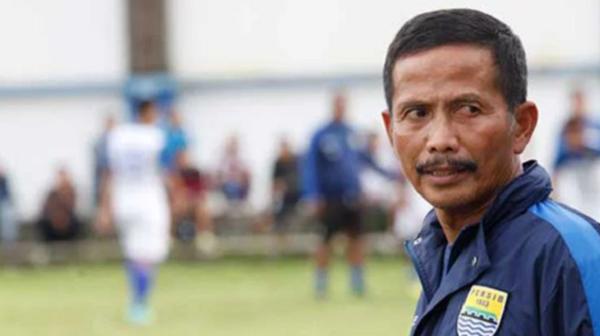 Pelatih Persib Bandung Nyatakan Mundur