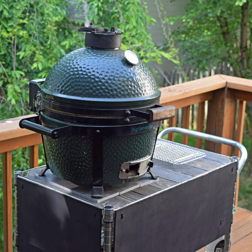 Big Green Egg Mini-Max is an excellent small kamado grill for searing after sous vide preparation.