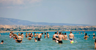 Σκιάθος: Τα παιχνίδια στη θάλασσα σταμάτησαν απότομα – «Πάγωσαν» τα χαμόγελα στην παραλία!