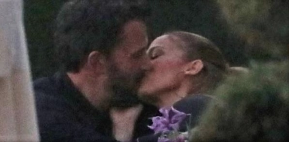 Ben Affleck and Jennifer Lopez's exclusive kiss that confirms their relationship