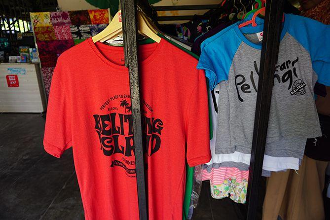 Kaus yang bisa dibeli saat main ke Belitung