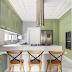 Cozinha contemporânea com marcenaria clássica em verde menta!