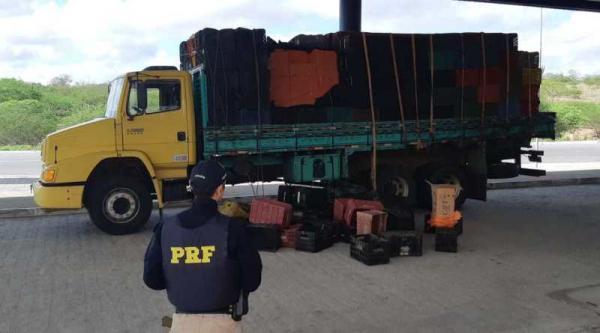Em Delmiro Gouveia, PRF/AL apreende 110 mil maços de cigarros contrabandeados do Paraguai