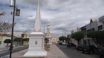 Em Picuí, o que há dentro do obelisco?