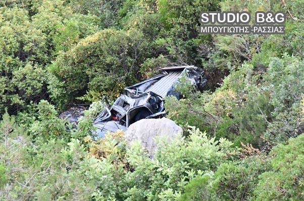 Από θαύμα σώθηκε ο οδηγός που έπεσε σε γκρεμό με το αυτοκινητο του στο Κολιάκι Αργολίδας