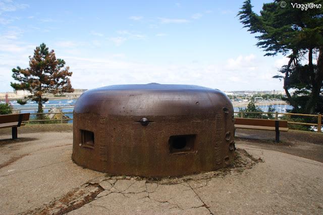 Resti di torrette della Seconda Guerra Mondiale alla Cité d'Aleth