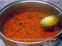 Σάλτσα ντομάτας με χωριάτικα λουκάνικα - by https://syntages-faghtwn.blogspot.gr