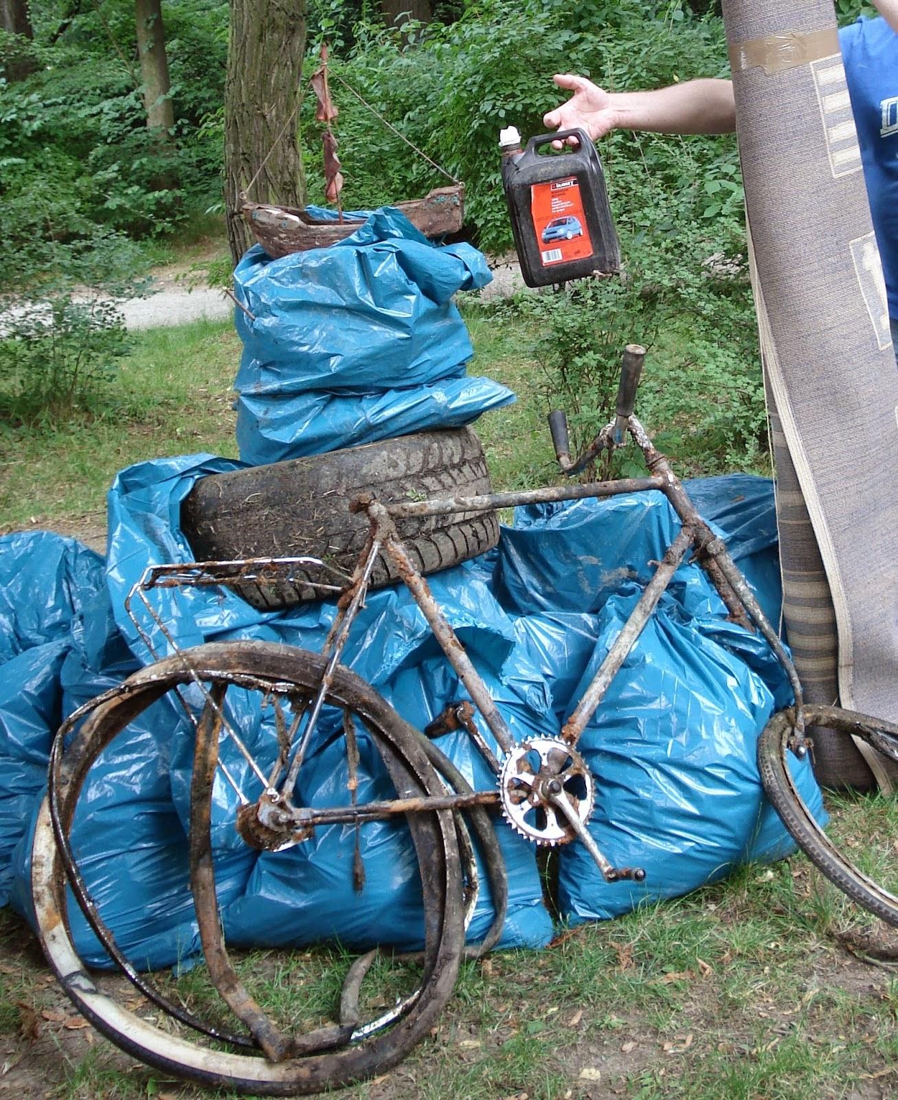 Ein altes Fahrrad aus der Neiße war der kurioseste Fund zum Jungenaktionstag 2013 in Görlitz.
