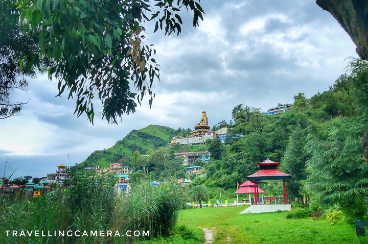 Although Rewalsar is not very touristy place but Himachal Tourism is putting efforts to keep the place clean, and develop some beautiful parks around the lake. Above photograph shows a huge green patch around the Rewalsar Lake with lush green grass, flower plants, ducks and designated areas for seating. Above photograph is clicked from the same park overlooking the hill which has this huge statue of Padamsambhava.