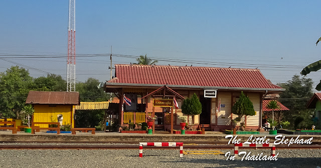 Train stations in Thailand, next station Klong Maphlap