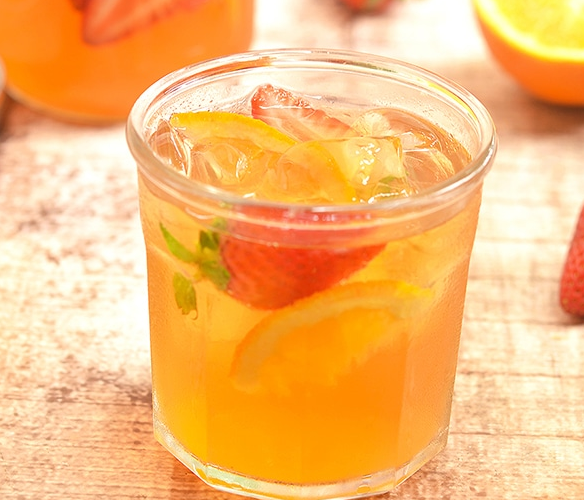 Strawberry Orange Refrigerator Iced Tea #orange #Drink