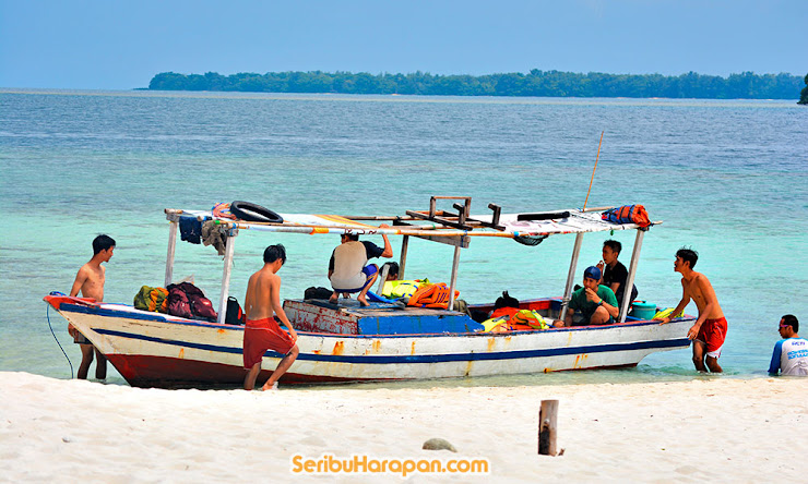 bersandar dan bersantai di pulau perak