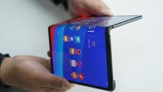 Huawei rimanda a settembre il lancio dello smartphone pieghevole Mate X