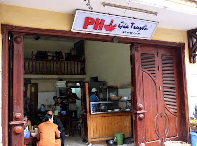 "List the best address to eat ""Phở"" from fried to water in Hanoi"