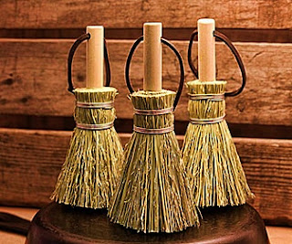 Meaning Dream of Broken, Broom and Brush/ Comb