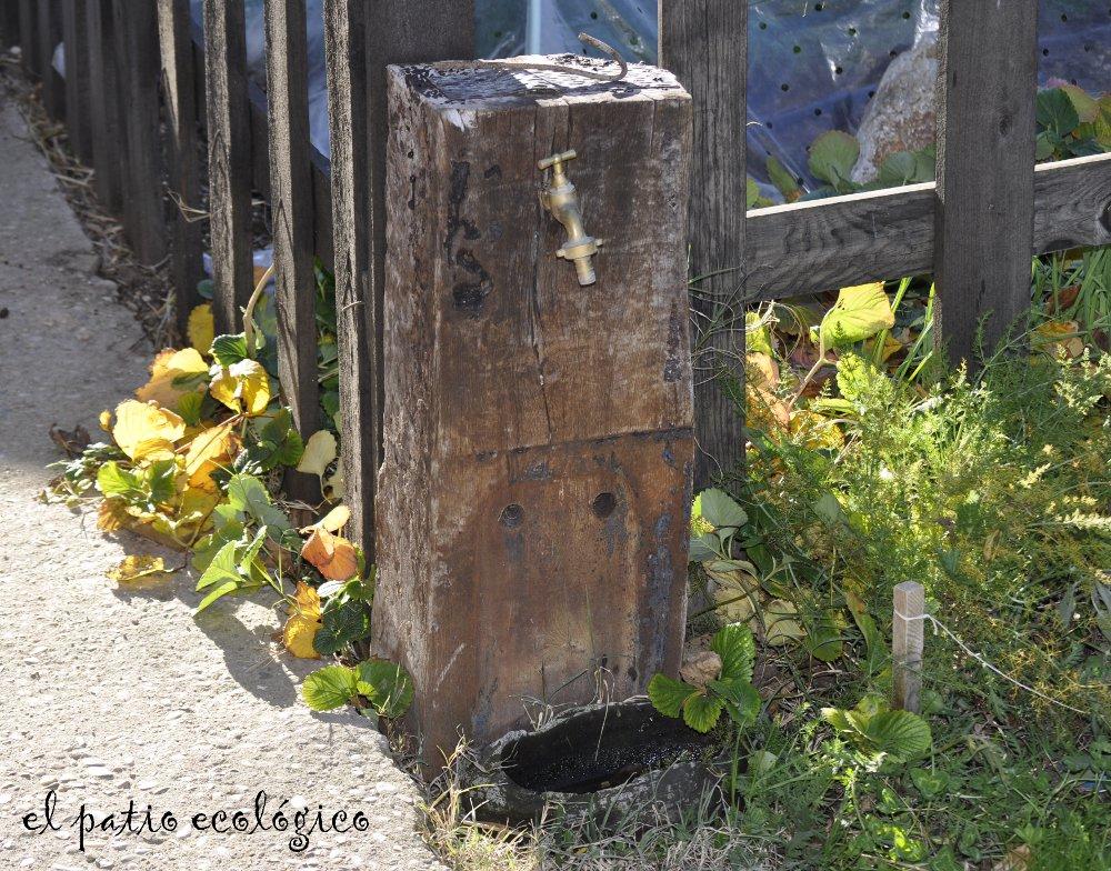 El patio ecol gico fuente para el jard n for Grifos originales