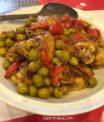 طاجين الزيتون بلحم الدجاج