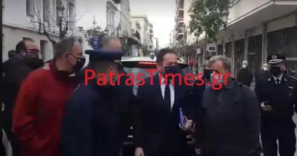 Αποδοκιμασίες κατά κλιμακίου την Πάτρα: Καφέδες και βρισίδι για την καταστροφή της πόλης (βίντεο)