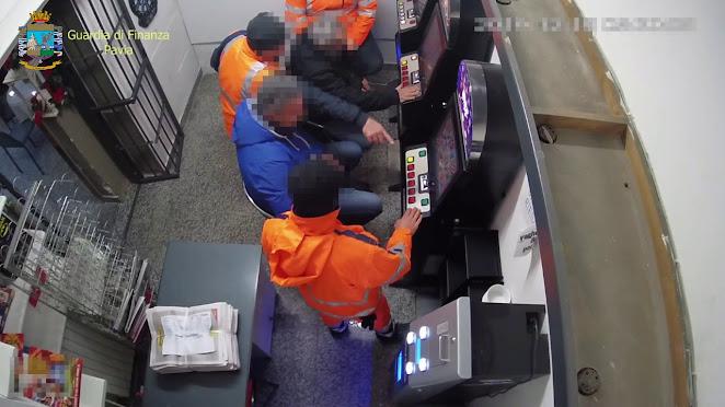 """Operazione """"Piazza pulita"""" - 6 arresti per turbativa d'asta, concussione per induzione, peculato, truffa, furto e ricettazione"""