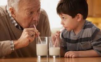 Minum susu bikin anak tumbuh tinggi, emang iya? Inilah penjelasan ilmuan