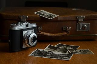 maletín y cámara antigua