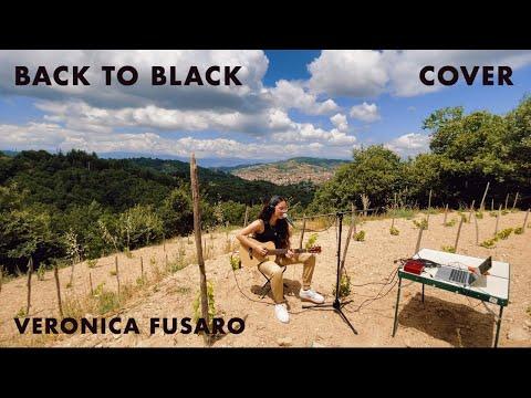 """Veronica Furaso rend hommage à Amy Winehouse à travers cette reprise de """"Back To Black""""."""