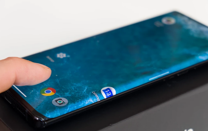 Motorola Edge juga mendapatkan Android 11, tetapi dengan tambalan keamanan yang lebih lama