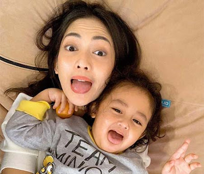 Ririn Dwi Aryanti dan Anaknya