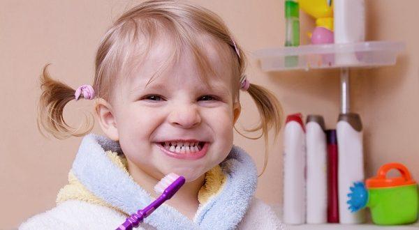 تعرف على أفضل الطرق للعناية بأسنان الأطفال