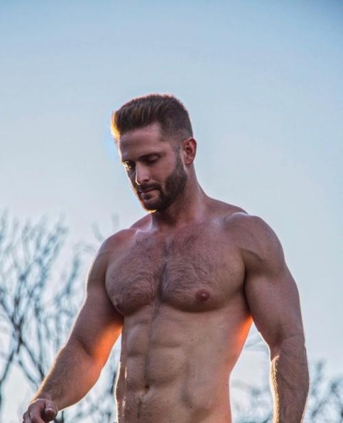 handsome-muscular-hairy-chest-daddy-beard-biceps-hunk