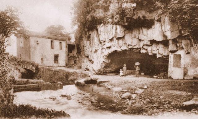 La grotte du Lavoir ou des Laveuses à Royat,63.