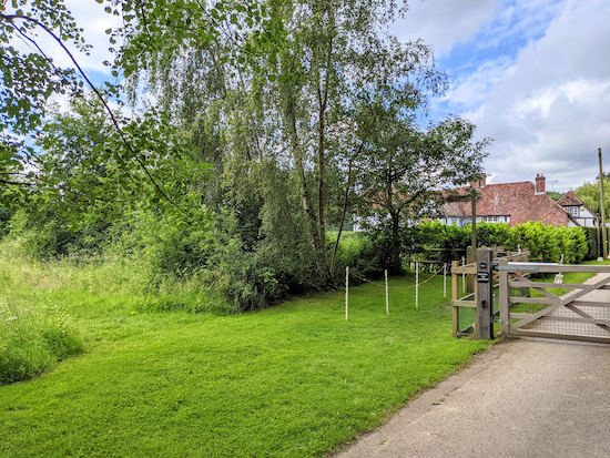 Turn left before the gate on Great Gaddesden footpath 23 and head SE