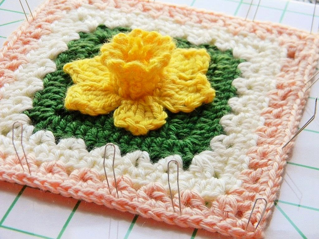 Txmommyladys crochet escape free crochet granny square patterns daffodowndillies 6 bankloansurffo Image collections