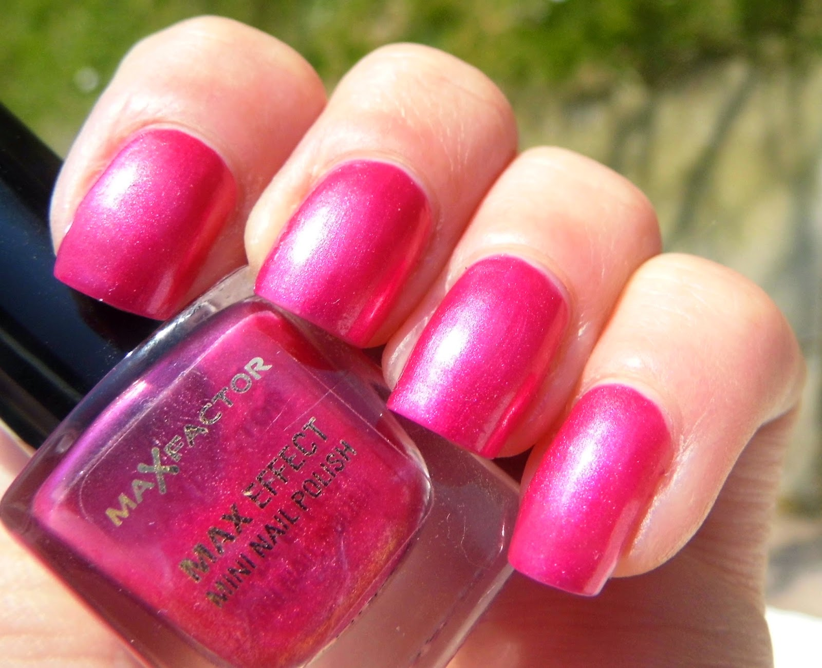 maxfactor-diva-pink-maxeffect-nail-polish-swatch-picture