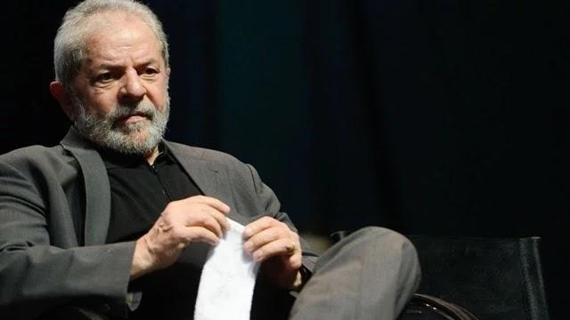 O ex-presidente Luiz Inácio Lula da Silva (PT) afirmou, nesta quarta-feira (16), que, independente do que decida o Supremo Tribunal Federal (STF) sobre a prisão em segunda instância, ele só aceitará deixar a sede da Polícia Federal, em Curitiba, quando for comprovado que ele é inocente.